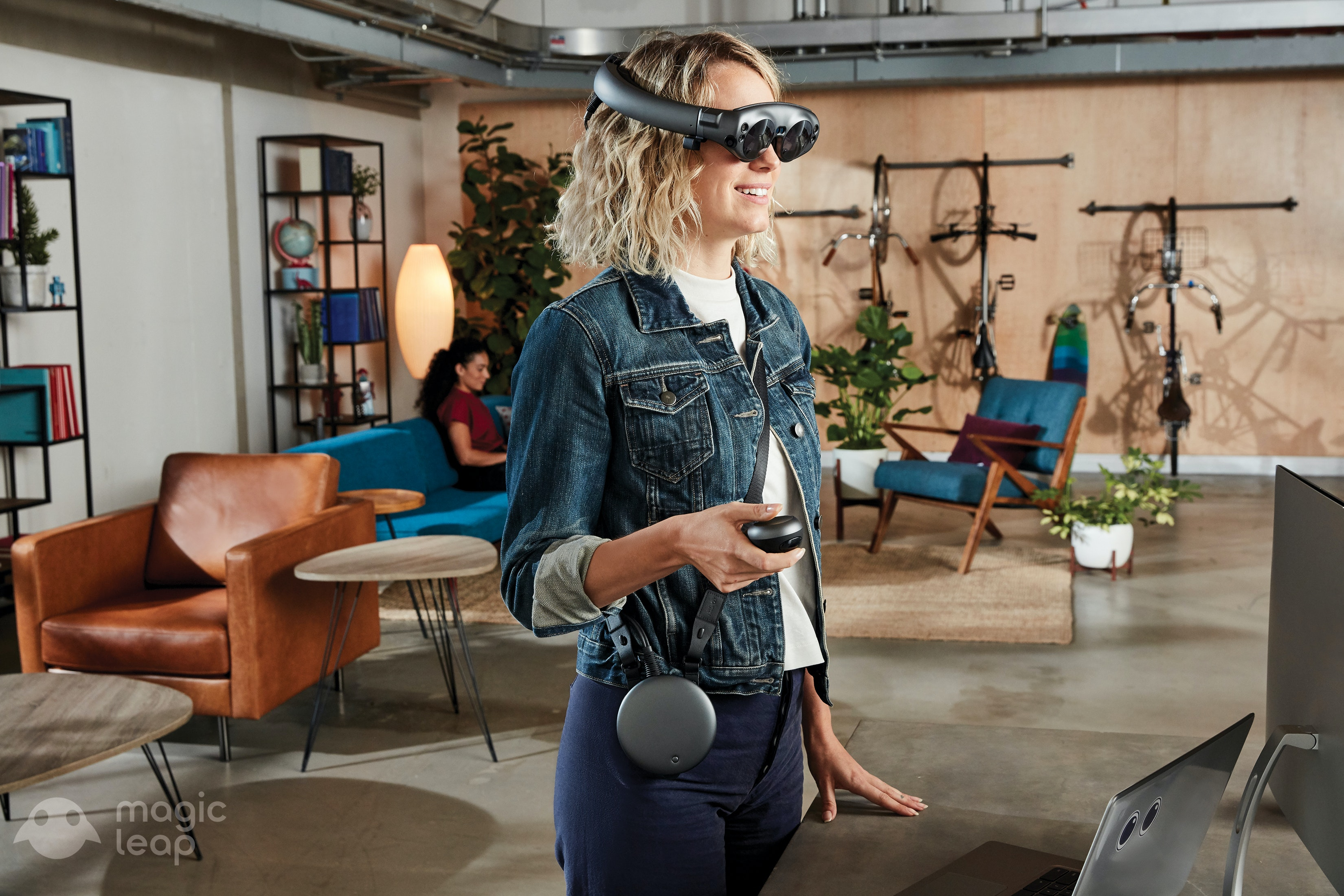 Magic Leap One Creator Edition - Standing